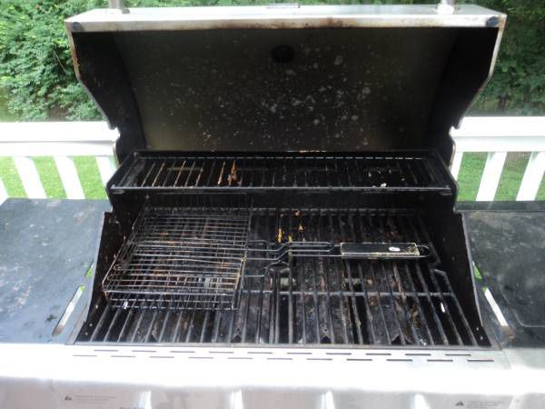 Kenmore Gas BBQ grill with cover