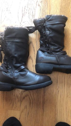 Totes brand ladies winter boots, Size 9 for Sale in Chicago, IL