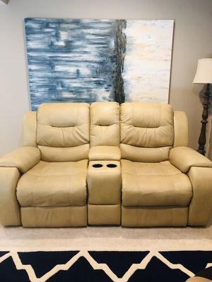 Recliner leather couch for Sale in Glen Burnie, MD