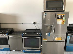 Whirlpool kitchen set for Sale in Tampa, FL