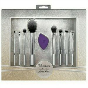 Real Techniques Eight Brush Set for Sale in Los Angeles, CA