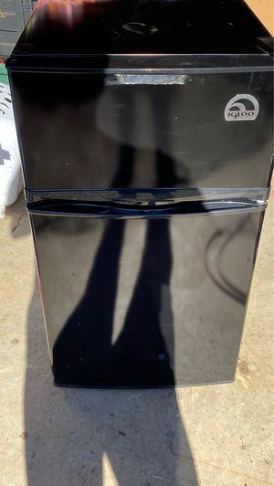 Igloo mini fridge freezer combo for Sale in Yamhill, OR