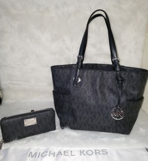 Michael Kors Jet Set Mk Sig Logo Tote Bag With Wallet 💯AUTHENTIC👌 for Sale in San Diego, CA