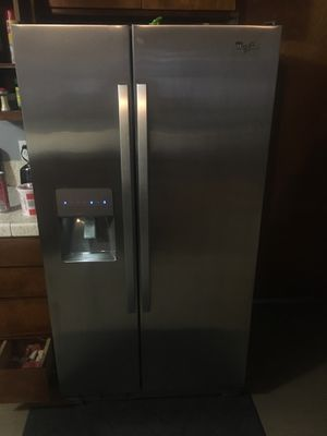 Like new whirlpool stainless refrigerator for Sale in Manteca, CA