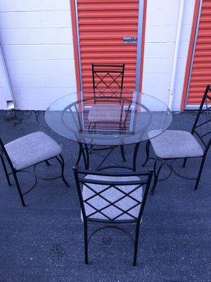 Glass top kitchen table with 4 chairs for Sale in Everett, WA