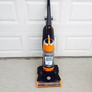 Bissell Muti cyclone bag less Vacuum for Sale in Hampton, VA