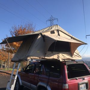 Smittybilt 3 person Roof Top Tent/Car Tent for Sale in Tualatin, OR