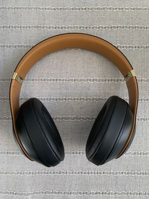 Beats Studio 3 wireless - midnight black for Sale in Corona, CA