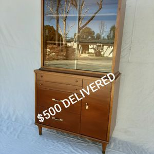Burnett's Mid Century Modern Wooden China Cabinet for Sale in Lakeside, CA