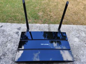 LIKE NEW - TP Link WiFi Router TP-WDR3600 for Sale in Austin, TX