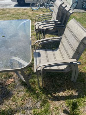 6 chairs and a table for Sale in Boynton Beach, FL