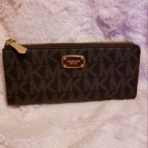 Michael Kors wallet for Sale in Evansville, IN