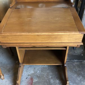 Free Small Desk for Sale in San Mateo, CA