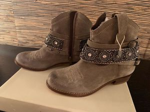 Oca Loca size 31 / 13 US European kids girl leather ankle boots new in box for Sale in SUNNY ISL BCH, FL