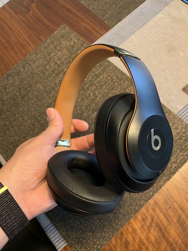 Wireless/Wired Beats Studio 3 headphones