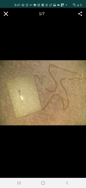Brand new never used gold sparkled purse with chain strap for Sale in Phoenix, AZ