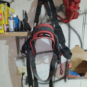 3pm Protecta Safety Harness And Clip+Cable for Sale in Wichita, KS
