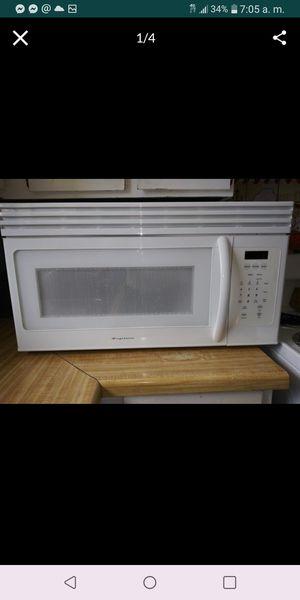 Vendo este microwave Funciona muy bien $40 for Sale in Orem, UT