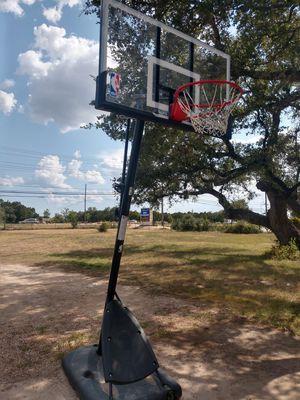 Spalding Basketball Hoop for Sale in Leander, TX