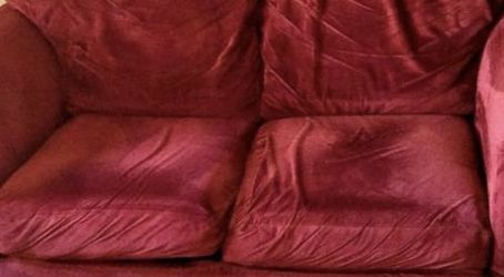 Gorgeous Red Velvet Couch for Sale in Clearwater,  FL
