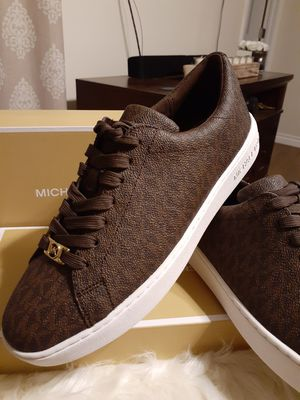 MICHAEL KORS SIZE 9 WOMEN for Sale in Highland, CA