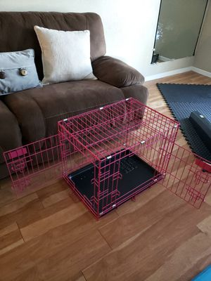 Pink crate for medium or small dog . for Sale in Dallas, TX