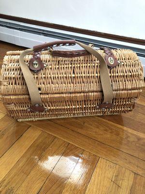Picnic basket 🧺 for Sale in Providence, RI