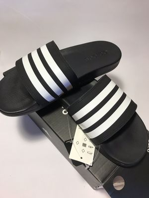 Adidas comfort size 7 womens slides/sandals AP9966 new for Sale in Tinley Park, IL