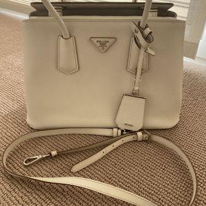 PRADA Tote Bag luxury Louis Vuitton Gucci for Sale in Las Vegas, NV