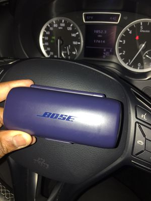 Bose wireless headphones (only the left one) for Sale in Dearborn Heights, MI