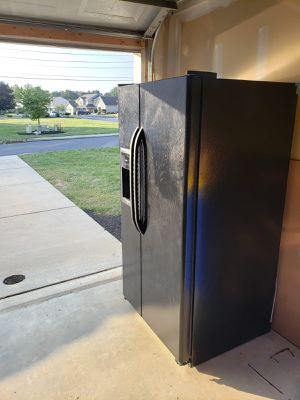 GE 25.0 Cu. Ft. Side by Side Refrigerator with Dispensor for Sale in Mechanicsburg, PA
