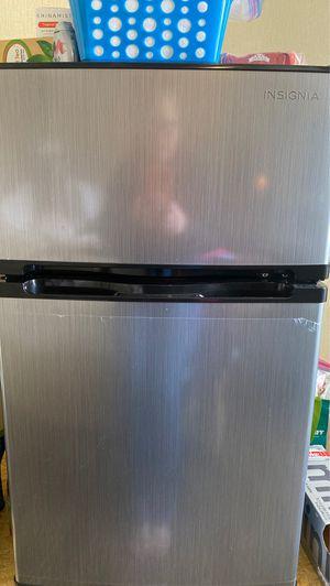 Mini Insignia freezer/refrigerator for Sale in New York, NY