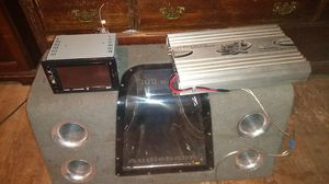 Touch screen radio and amp and 2 12 inch kickers for Sale in Lexington, KY
