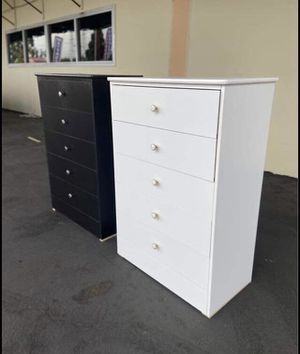 New compressed wood dresser 5 drawer for Sale in Carson, CA