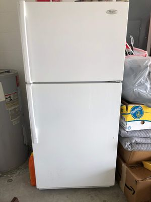 Whirlpool Refrigerator for Sale in Winter Haven, FL