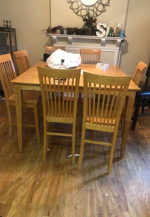 Table w 8 Chairs for Sale in Columbus, OH