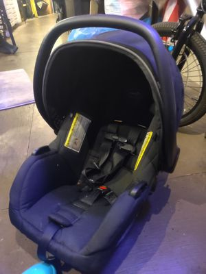 Evenflo infant car seat expiration date 6/14 of 2024 for Sale in Sacramento, CA