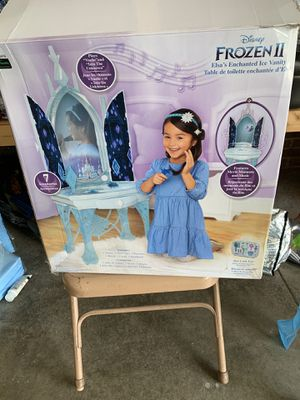 Frozen II Elsa's Enchanted Ice Vanity for Sale in Greer, SC