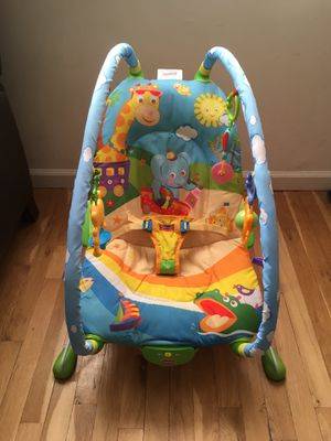 Baby Bouncer w/ Toys and Vibrations for Sale in Staten Island, NY