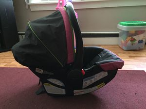 Graco Snugride 30 car seat with base for Sale in Lisbon, ME