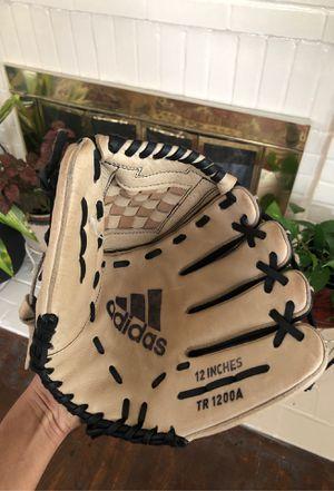 Baseball glove for Sale in Winston-Salem, NC