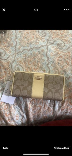 New with tag coach wallet yellow for Sale in El Cerrito, CA