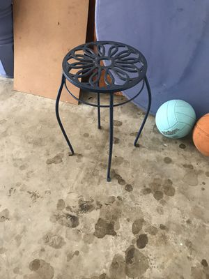 Outside side table or plant stand for Sale in Orlando, FL
