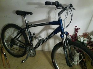 Giant Sedona DX mountain bike for Sale in Oakland Park, FL