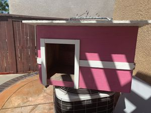 Dog house (medium ) for Sale in Riverside, CA