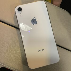 Fully Unlocked Iphone Xr 64gb for Sale in Los Angeles, CA