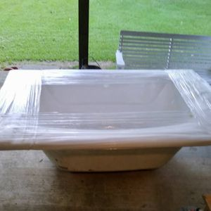 New Garden Bathtub for Sale in Pineville, LA