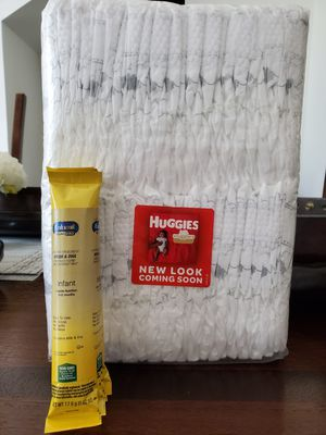 Huggies newborn and free four pack of Enfamil powder for Sale in Saint Cloud, FL
