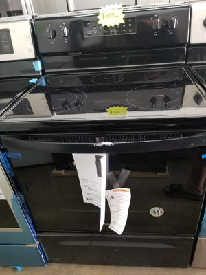 WHIRLPOOL STOVE ELECTRIC NEW WARRANTY AND DELIVERY AVAILABLE for Sale in Hialeah, FL