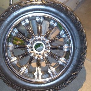 22x9 Chrome Wheels, 35x12.50 Tires for Sale in San Angelo, TX